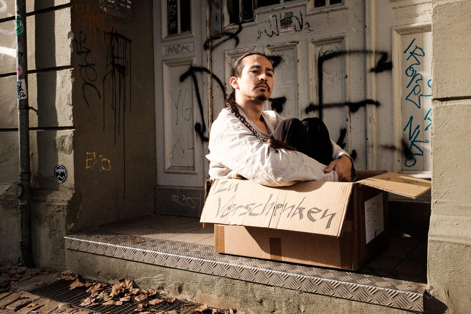 environmental portrait of contemporary creative dancer zu verschenken