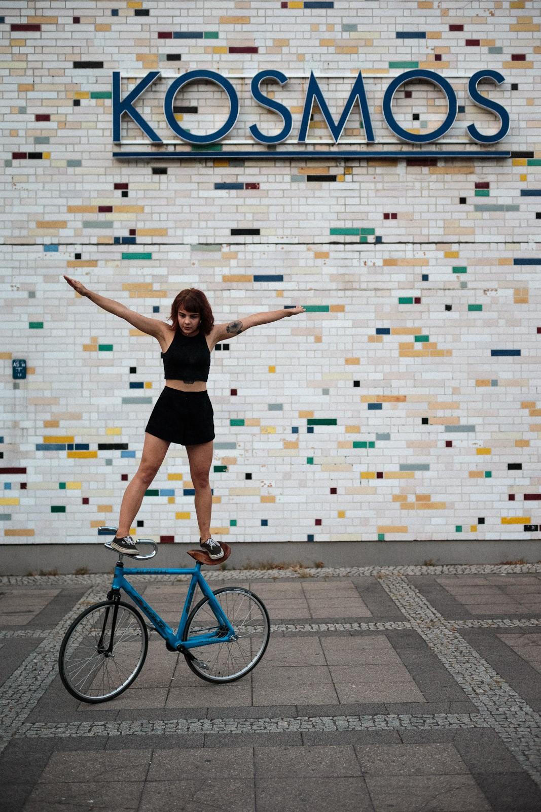 environmental portrait stuntbike berlin kosmos friedrichshain